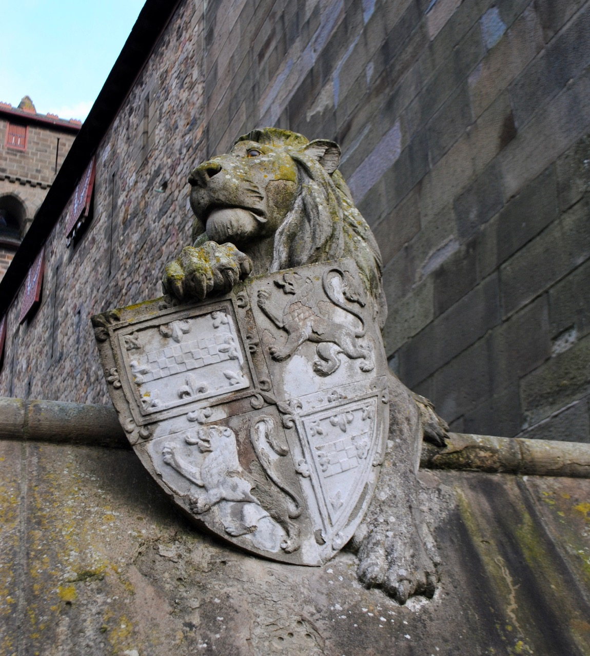 Cardiff animal wall lion 1
